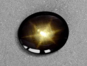 Свойства черного сапфира: магические и лечебные, уход за камнем
