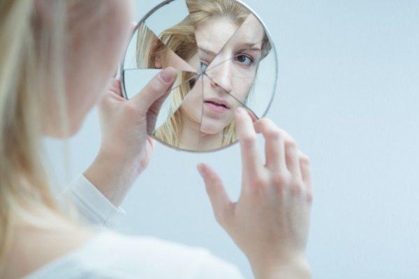 Что делать если разбилось зеркало: толкование приметы и защита от негативных последствий