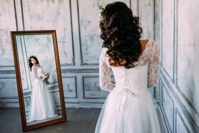 Разбитый бокал на свадьбе: к чему эта примета