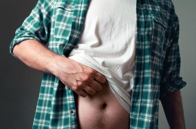 К чему чешется живот: значение и особенности приметы для женщин и мужчин
