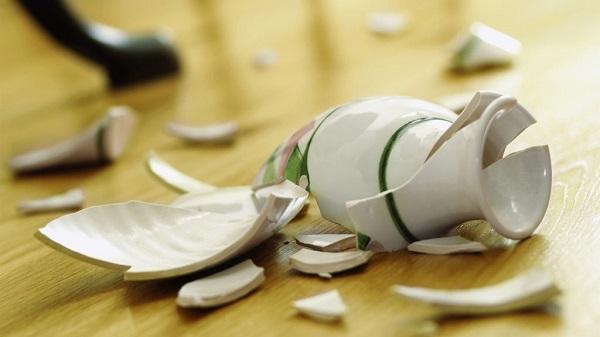 К чему бьется посуда в доме: примета о тарелках и чашках