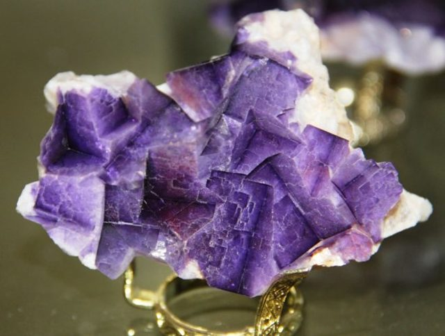 Свойства камня флюорит: магические, лечебные, сочетаемость по Зодиаку