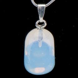 Свойства камня адуляр: лечебные, мистические, зодиакальная совместимость