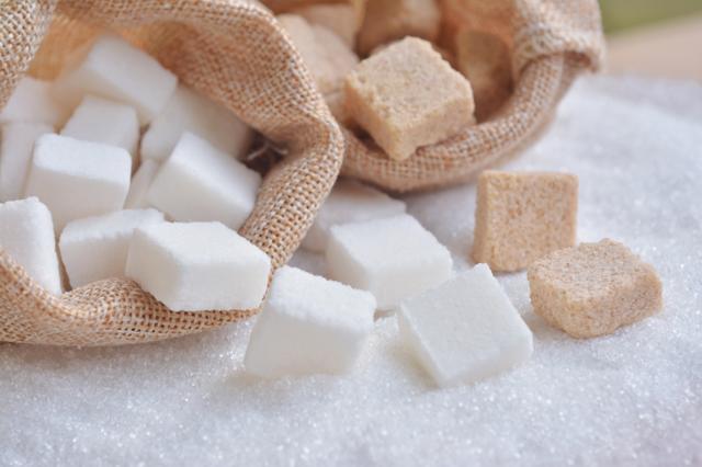 Заговор на сахар: на удачу и богатство, от боли, привороты