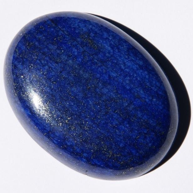 Свойства камня лазурит: описание, цветовые варианты, правила ношения и ухода