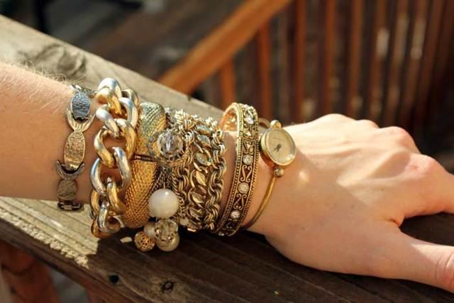 Потерять золотой браслет, порвался на руке: примета и ее толкование
