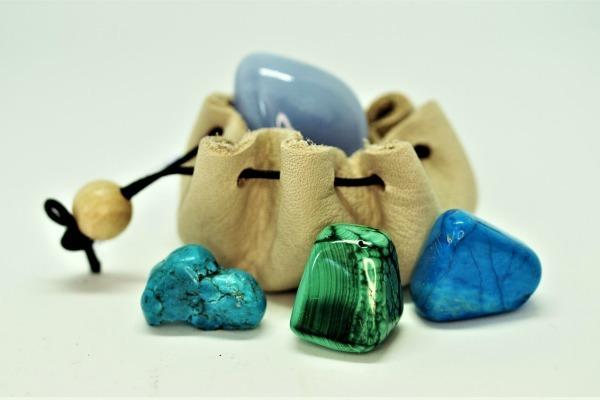 Свойства фиолетовых камней: мистические, польза для организма, разновидности