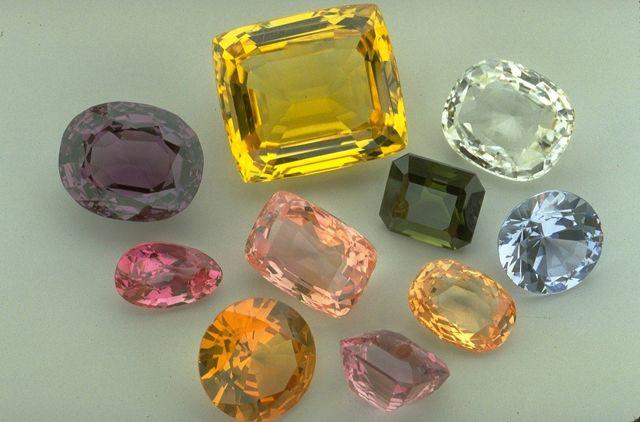 Свойства камня яхонт: лечебные, магические, зодиакальная совместимость
