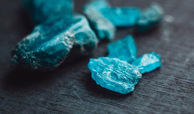 Свойства камня апатит: лечебные и магические, уход и ношение