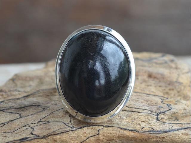 Свойства камня гагат: лечебные, магические, совместимость с именами и Зодиаком