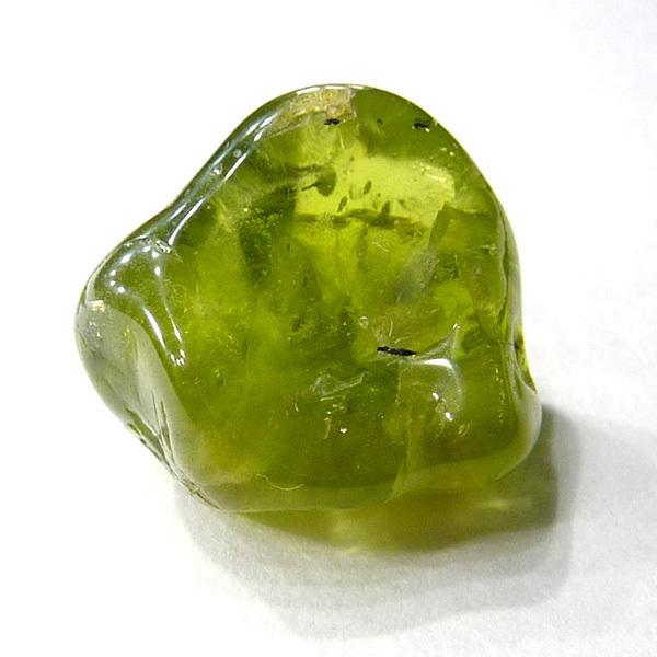 Свойства камня хризолит: магические, лечебные, совместимость по Зодиаку