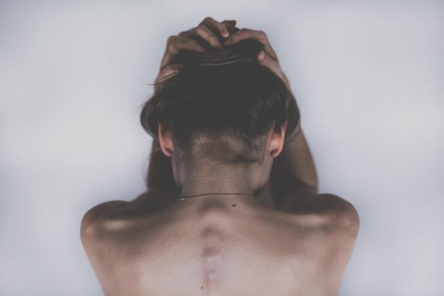 Заговор от боли: как правильно читать, чтобы точно помогло