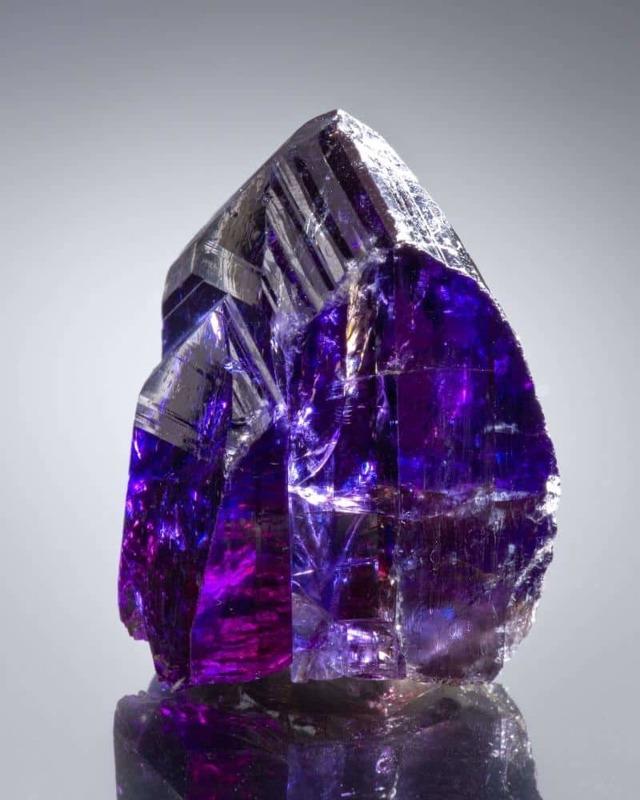 Свойства камня танзанит: целебные и магические, правильный уход и ношение