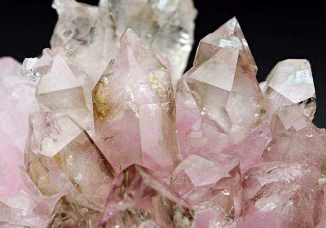 Розовый кварц: целебные и магические свойства, кому подходит по Зодиаку