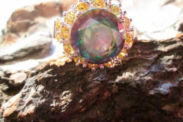 Свойства камня мистик топаз: как носить и ухажвать, чем полезен