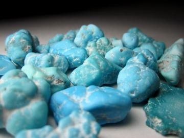 Свойства камня бирюза: целебные, магические, совместимость по Зодиаку