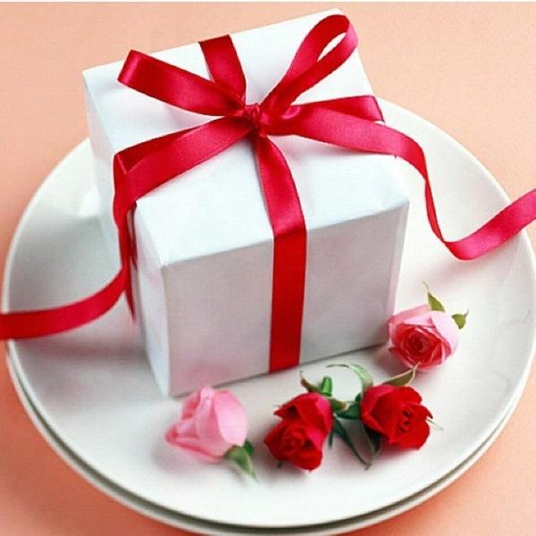Почему нельзя дарить подарки заранее: толкование, праздники и способы защиты