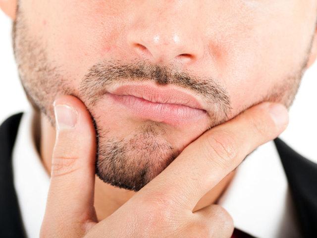 К чему чешутся губы: приятная примета к поцелуям
