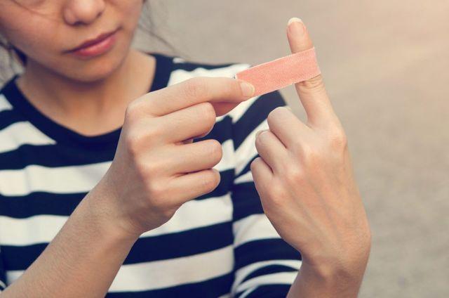 Порезать большой палец: примета и ее негативное воздействие