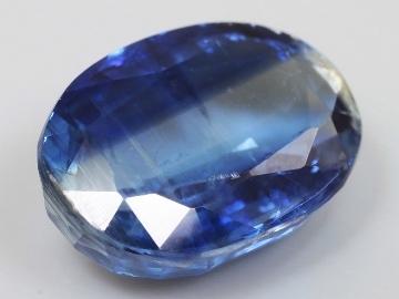 Свойства камня кианит: магические и целебные, правильный уход