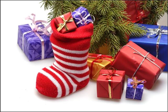 Носки в подарок: толкование приметы, можно ли дарить мужчине