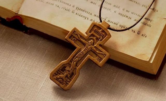 Как освятить крестик: цели обряда, правила совершения, можно ли провести дома