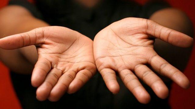 Средний палец на руке: Сатурн, значение и расшифровка