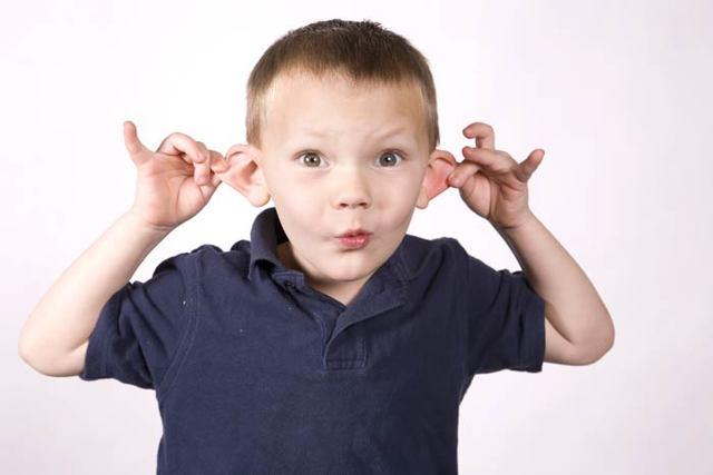 К чему горит левое или правое ухо - приметы если чешутся уши