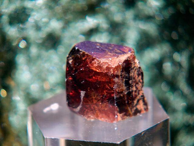 Свойства камня гиацинт: целебные, мистические, кому подходит по Зодиаку