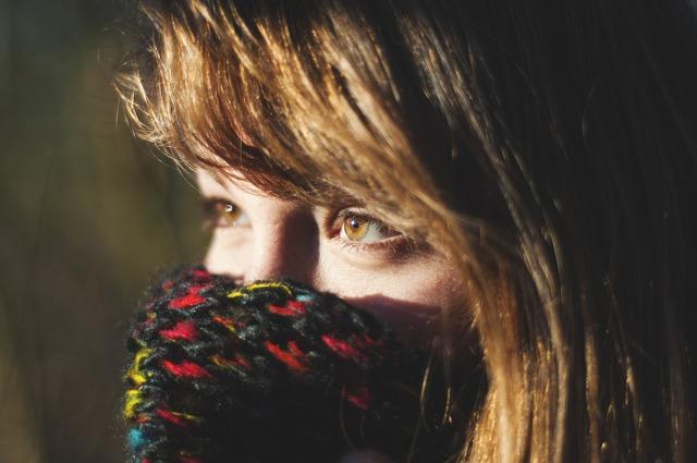 Можно ли дарить шарф мужчине, платок женщине: приметы