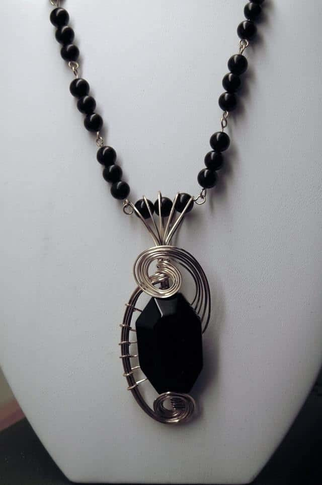 Свойства камня черный оникс: целебные, мистические, сочетаемость по Зодиаку