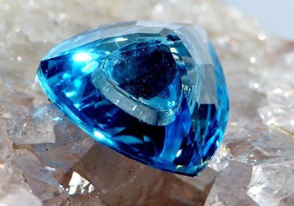 Свойства камня лондонский топаз: лечебные, магические, совместимость по Зодиаку